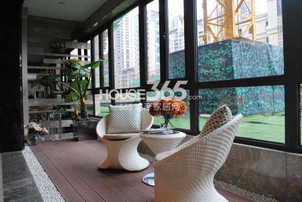 绿地西水东中央生活区188平样板间阳台
