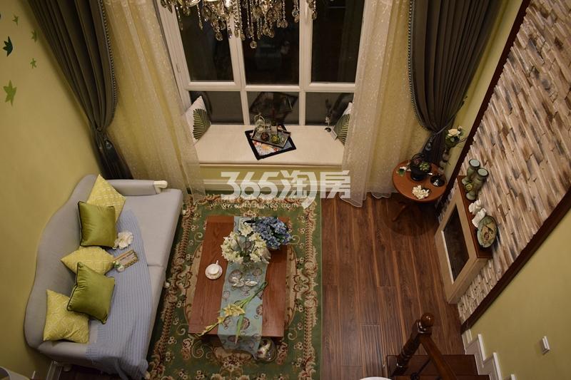 F户型客厅夜拍俯视