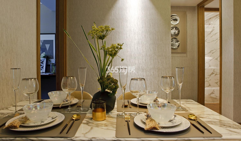 招商远洋春秋华庭112方(B户型)样板房---餐桌